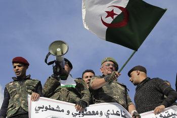 """С изборите в Алжир армията иска да възстанови """"цивилната"""" фасада на властта"""