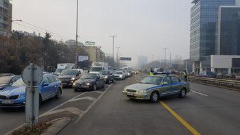 """Снимка на деня: Катастрофа на бензиностанция блокира """"Цариградско шосе"""" в София"""