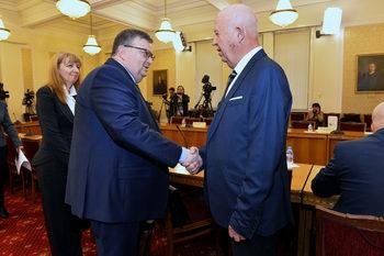 Парламентът избира нов председател на антикорупционната комисия (на живо)