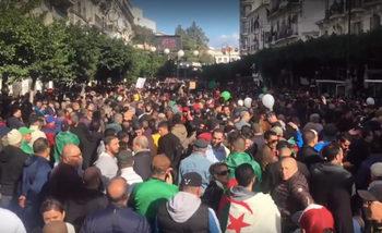 Масови протести белязаха президентските избори в Алжир
