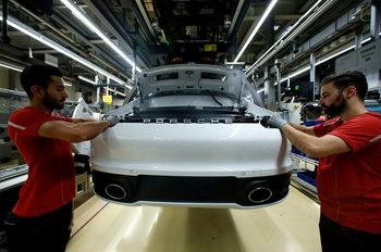 """Електроколите може да """"закрият"""" над 400 хил. работни места в сектора в Германия"""