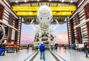 """Гледайте как SpaceX взривява """"пътническа"""" ракета на живо"""