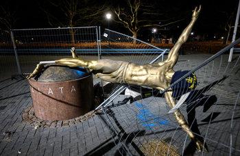 Героят с поруганата статуя: защо не всички обичат Златан Ибрахимович