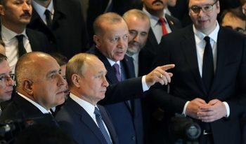 Защо България казва едно на Русия, а друго на САЩ