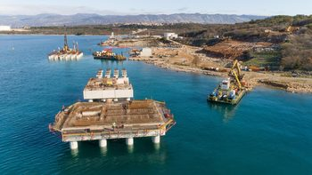 Енергийна независомост: Критиците нажежават дискусията за добива на втечнен газ в Хърватия