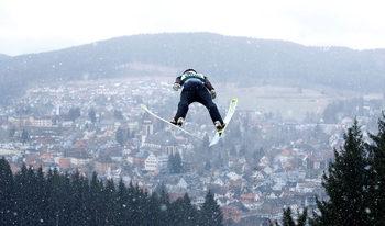 Снимка на деня: Полетът на Зографски в снежния пейзаж