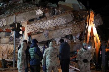 България предлага помощ на Турция заради земетресението