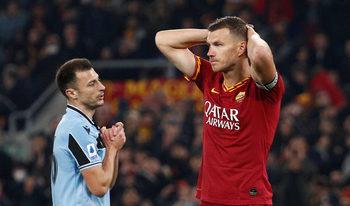 Снимка на деня: Битката и емоциите в дербито на Рим
