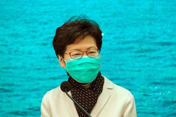 Хонконг обяви почти тотална блокада заради вируса