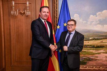 Париж допусна преговори със Скопие, докато ЕС се реформира