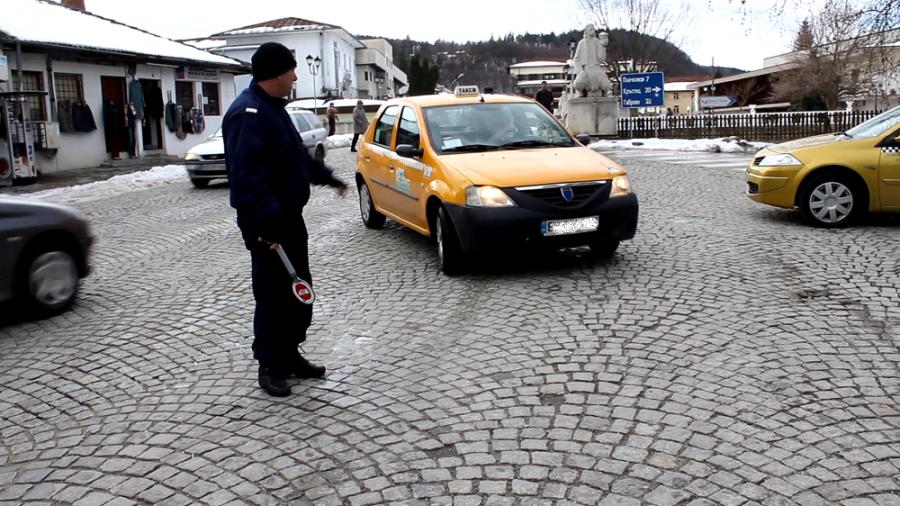 Иззеха документи от офиси на таксиметрови фирми в Трявна