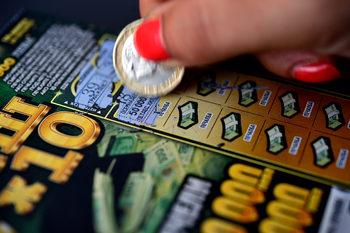 Вечерни новини: Заразата с коронавируса продължава да настъпва, до петък частните лотарии спират