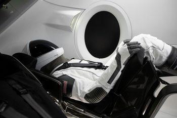 SpaceX ще изстреля в орбита и космически туристи