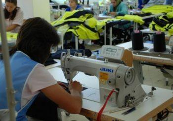 """Шивашката фирма """"Омелия"""" откри нов цех в ардинското село Падина"""