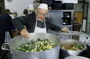 Фотогалерия: Дино – готвачът на бедните