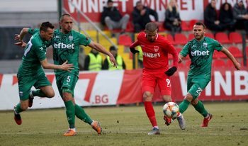 Първият мач в българския футбол за 2020 г. донесе рекорд за най-възрастна защита