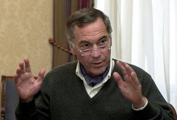 Стив Ханке твърди, че е дал на Петър Стоянов куфарче с доказателства за корупция