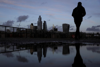 Великобритания иска да затвори вратата за нискоквалифицирани чуждестранни работници