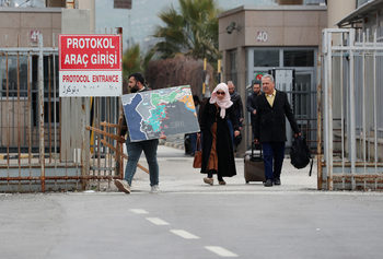 Турция не е отворила границата със Сирия за бежанци