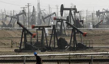 Цената на петрола падна под $49