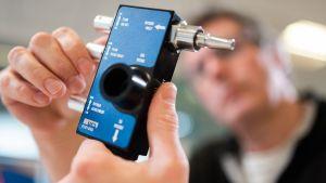 Инженери от Формула 1 започват производство на респиратори за пациенти с COVID-19