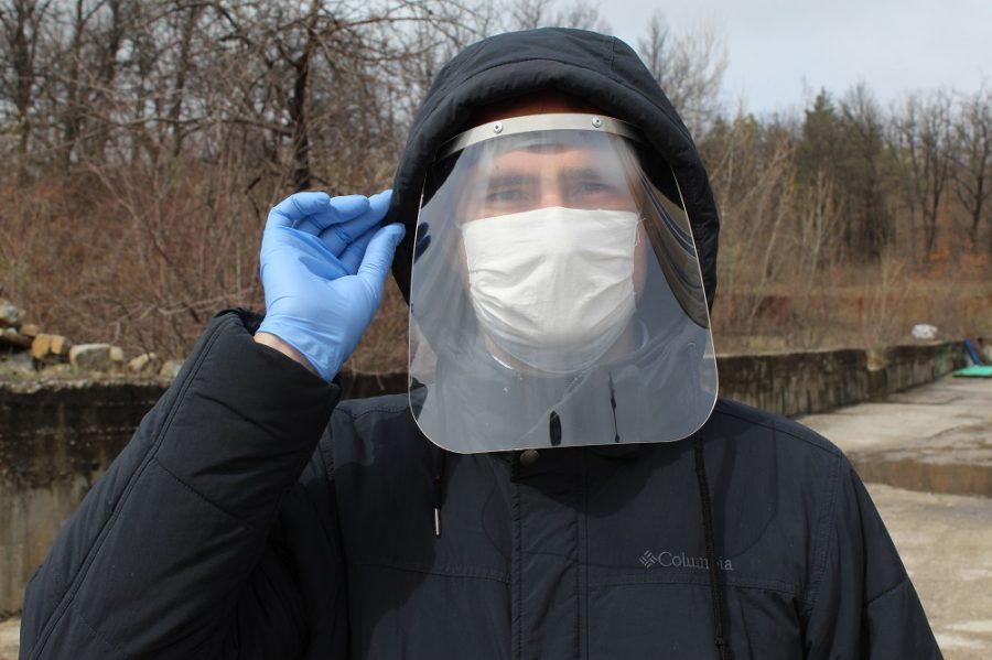 В Габрово вече правят предпазни шлемове за борбата с коронавируса