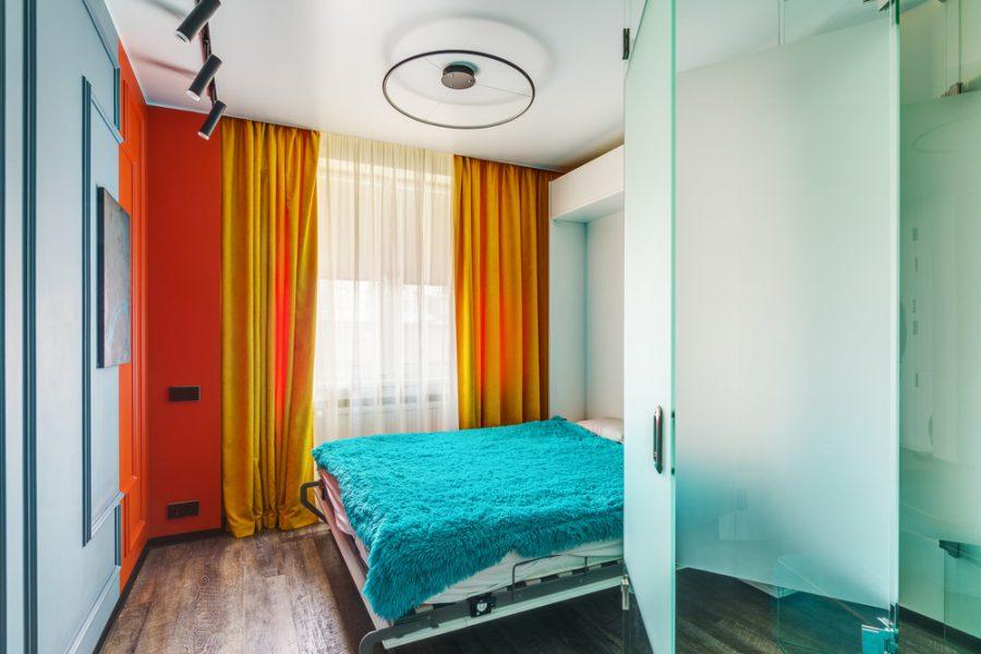 Модерен дизайн на хол, трансформиращ се в спалня