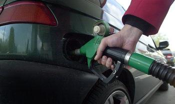 Мерките на ГЕРБ и БСП биха довели до поскъпване на горивата въпреки срива на петрола