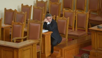 Данаил Кирилов отмени временно човешките права