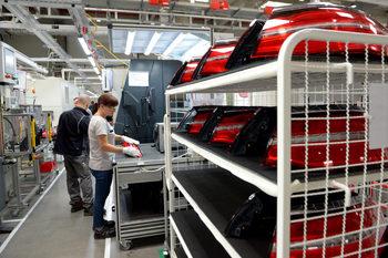 Заводи, строители, търговци ще могат да кандидатстват за помощ от 60% от заплатите