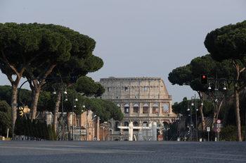 Италия обяви спад в броя на новите смъртни случаи, но ограничи пътуванията