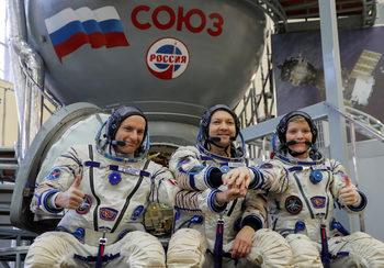 Как да живеем затворени с други хора за седмици: астронавтите знаят