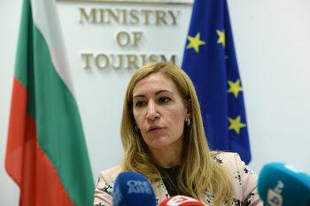 Николина Ангелкова: Работим по реалистично-оптимистичен сценарий