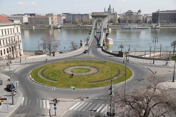 Орбан получи извънредни пълномощия без краен срок