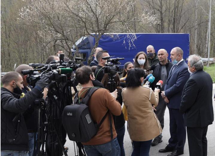 Румен Радев в Трявна: В условията на криза държавата да улеснява запазването на работни места