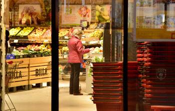 Вечерни новини: Правителството задължи веригите да продават местна храна, свитият добив на петрол не вдигна силно цената