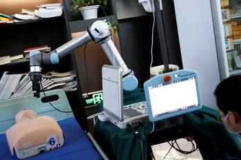 Китайски робот може да опази лекарите от COVID-19