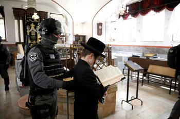 """Израел ще използва """"коронаметър"""" с данни от мобилни телефони"""