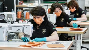 Lamborghini започнаха да правят предпазни маски