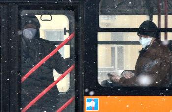 Коронавирусът в България: В Пловдив общината ще глобява фирми от градския транспорт