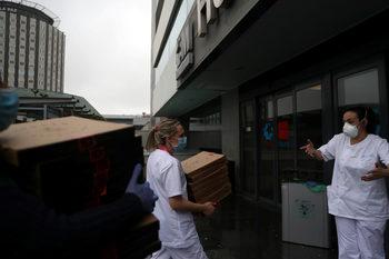 Пицарите, които хранят безплатно испански лекари