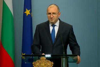Президентът не наложи вето на новия дълг и промените за извънредното положение