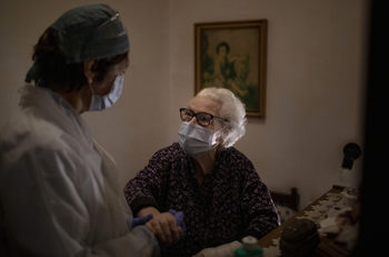 В старческите домове в Европа вече никой не е в безопасност