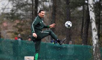 Снимка на деня: Как Ибрахимович намери начин да тренира