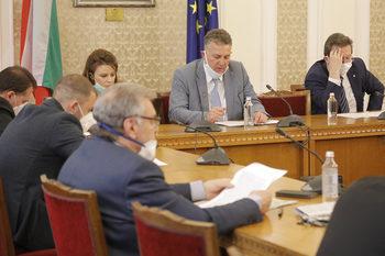 Енергийната комисия реши как да се връщат парите и на индустрията от по-евтиния газ