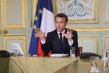 Макрон удължи блокадата във Франция с 4 седмици