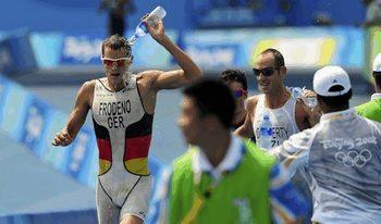 Да завършиш триатлон у дома: благотворителната мисия на един олимпийски шампион
