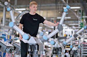 Работното място на бъдещето: Ще работим като роботи или заедно с роботите?