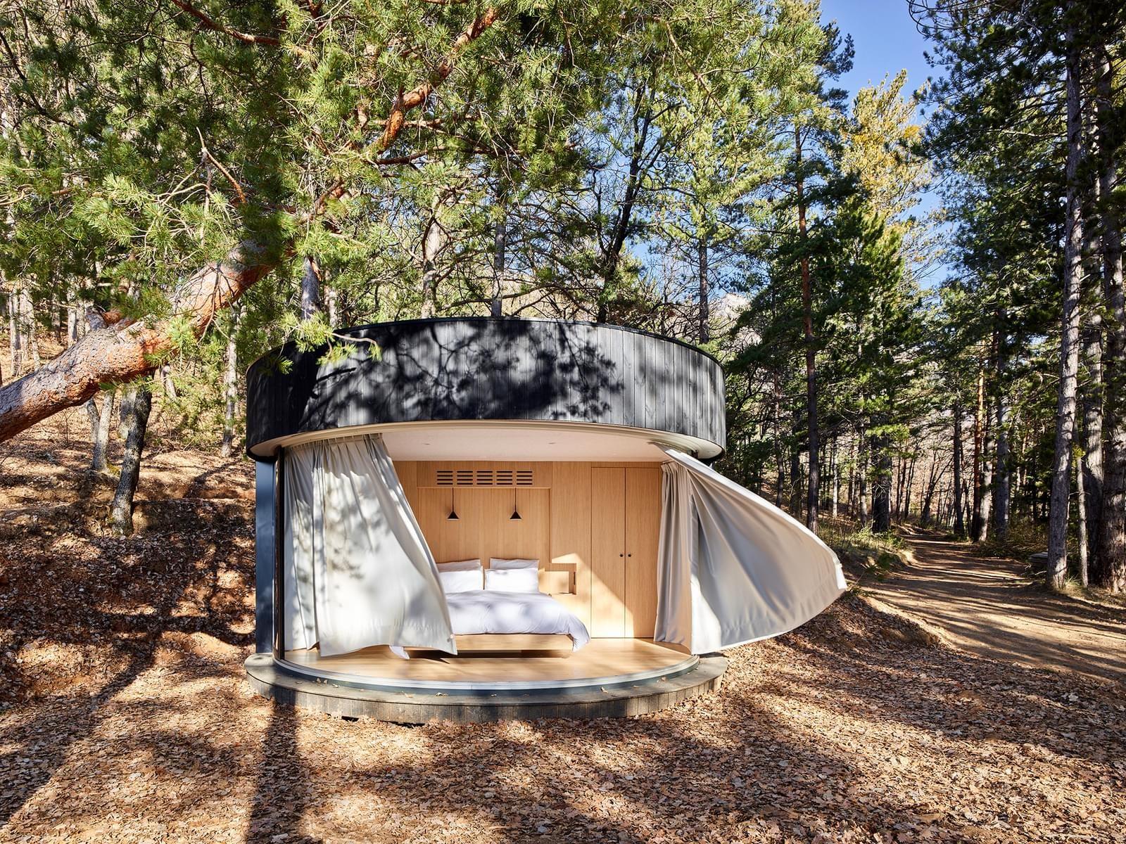 Малък модулен дом LumiPod във Френските Алпи