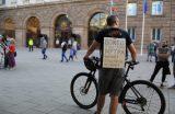 Протестът и демократичната общност